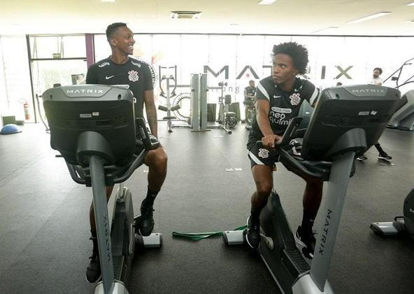 Amigos de longa data, há cerca de 20 anos, Jô e Willian ficaram juntos durante os exercícios. Eles disputaram a Copa de 2014