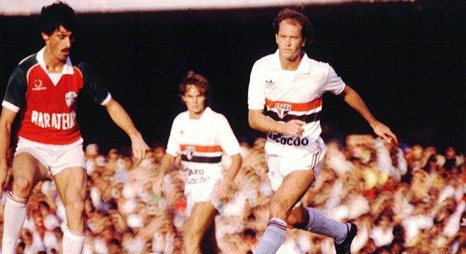 Amistoso (1985)  - Após fazer enorme sucesso na Roma, Paulo Roberto Falcão, ídolo do Internacional, voltou ao Brasil para atuar no São Paulo. No jogo de estreia, um amistoso, o São Paulo venceu por 1 a 0, com gol contra do zagueiro colorado Mauro Galvão