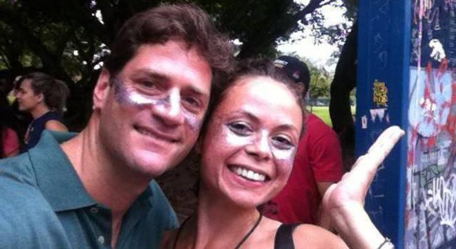 Viviane Cataldi conheceu namorado Austríaco em bloco de Carnaval