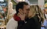 Ela declara todo seu amor por Pedro Antônio, que responde à altura! Os dois se beijam para a alegria dos fãs de Amor Sem Igual!