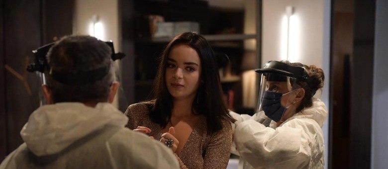"""Atriz Camila Mayrink sendo preparada para gravações de """"Amor Sem Igual"""""""