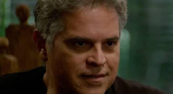 Em confronto com Ramiro, Tobias atira no pai e tenta incriminar Poderosa