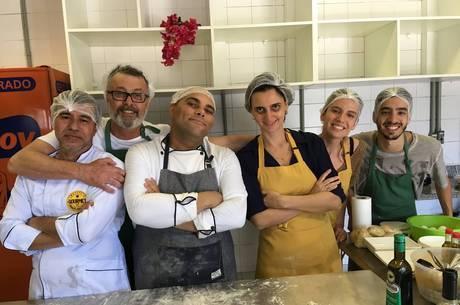 Eduardo Lago e elenco em workshop de massas
