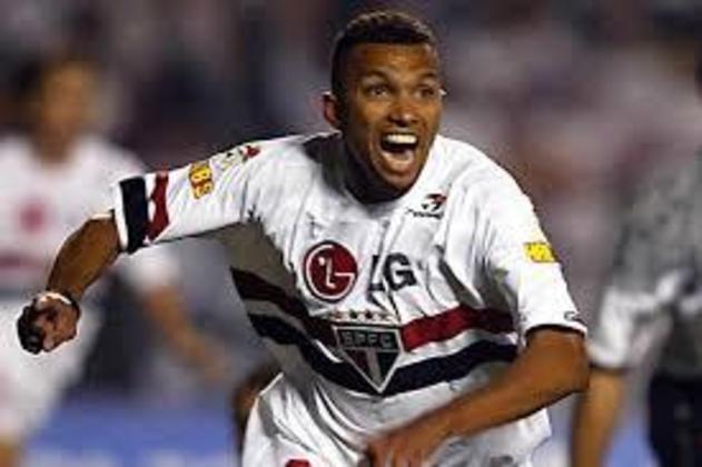 AMOROSO - Encerrou a carreira de atacante em 2010, no Guarani, e hoje é embaixador da equipe de lendas do Borussia Dortmund (ALE). Foi um dos organizadores da Legends Cup no Morumbi. Também atua como comentarista na ESPN Brasil.