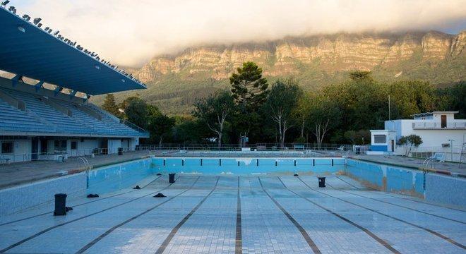 Cidade do Cabo, na África do Sul, passou por drástico desasbatecimento de água em 2018, e restrições foram implementadas