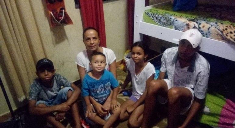 Ana Carla e os seus quatro filhos: dificuldade de aprendizado