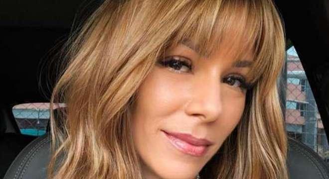 Ana Furtado comemora a cura de um câncer de mama
