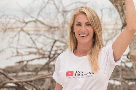 f76acf4558461 Ana Hickmann comemora um ano como youtuber - RecordTV - R7 Hoje em Dia