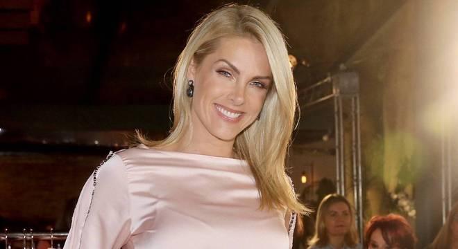"""Ana Hickmann comemorou nas redes: """"Bom dia mulherada!"""""""