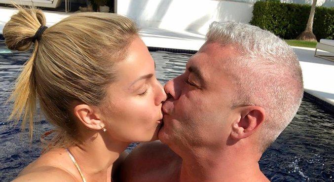 Com foto beijando o marido, Ana Hickmann se declarou nas redes sociais
