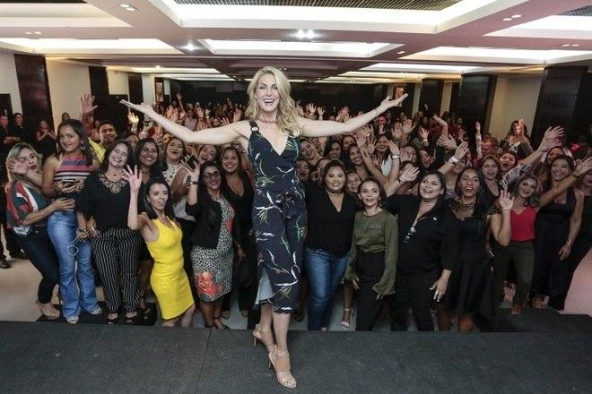 Ana Hickmann arrasou em um evento de moda promovido por uma grande marca de joias, em Maceió