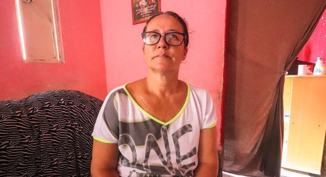 Sem emprego, a doméstica conta com a ajuda de amigos e recebe o Bolsa-Família