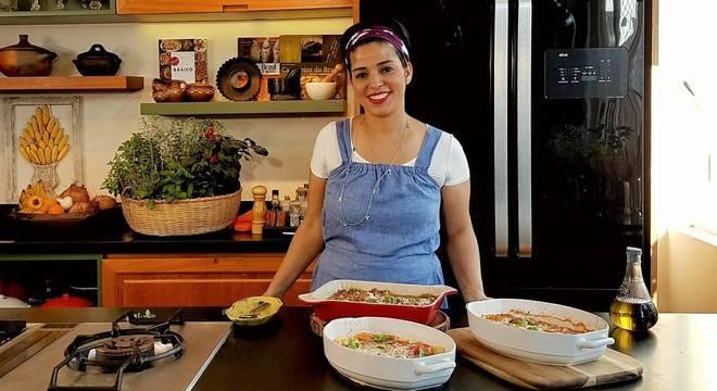 A chef Ana Luiza Trajano, do Instituto Brasil a Gosto, criou um material online e gratuito para ajudar as pessoas a cozinhar em casa durante a quarentena