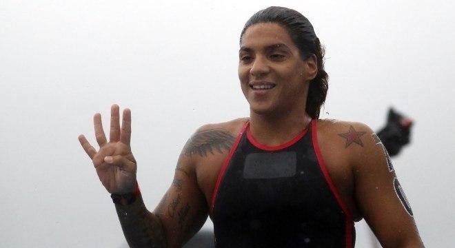 Ana Marcela comemora mais um ouro no Mundial de Natação