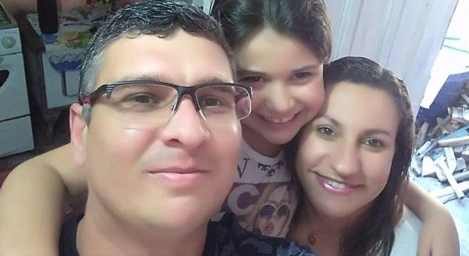 Ana Maria com o marido, Marcel, e a filha Marina Manoela, de 9 anos