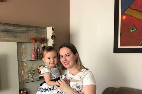 Ana Paula com a filha Sofia: choro na adaptação escolar