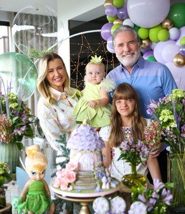 No último mesversário, Vicky ganhou festa, com a presença dos pais e da irmã, Rafaella Justus— fruto do relacionamento de Roberto Justus com Ticiane Pinheiro