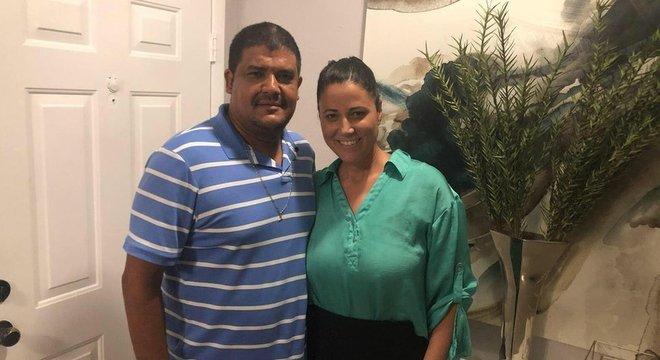 A baiana Ana Souza e o marido devem receber oito pessoas em casa durante a passagem do furacão Florence