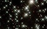 Mas não espere para ver tal coisa. Segundo os cálculos de Caplan, a primeira dessas explosões de anãs brancas só ocorrerá em pelo menos daqui a10¹¹⁰⁰ anos (ou 1 seguido de 1.100 zeros, um número tão gigantesco que nem faz sentido). Algumas dessas estrelas podem explodir em 10³²⁰⁰ (1 seguido de 32.000 zeros)