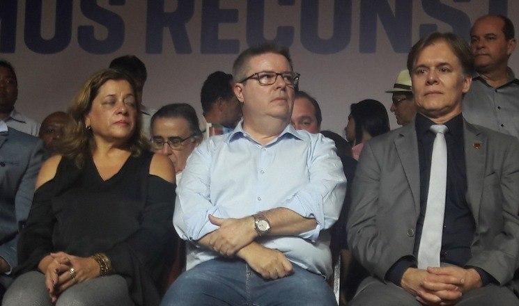 Sem Aécio, PSDB lança candidatura de Anastasia ao governo de Minas Gerais