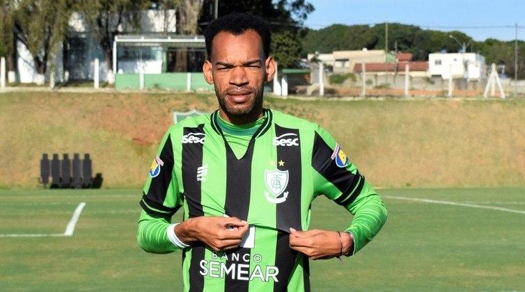 Anderson (América-MG): Zagueiro do Coelho, Anderson se destaca pela precisão de passes e também contribuiu no ataque com três gols. Além disso, tem um aproveitamento positivo em disputa de bolas.