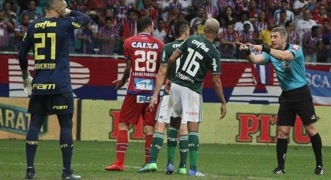 Daronco marcou pênalti para Palmeiras aos 24 minutos do segundo tempo