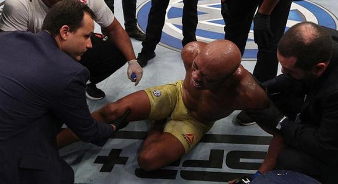 Os chutes de Cannonier destruíram o joelho direito de Anderson Silva