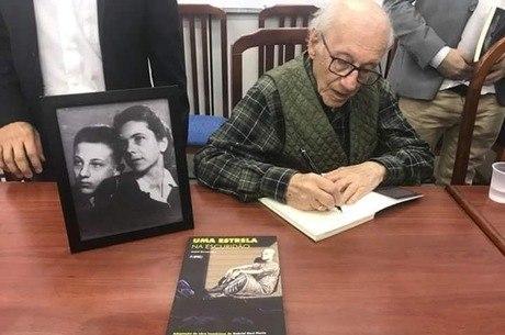 Andor Stern foi separado da mãe, Julia Schegerin