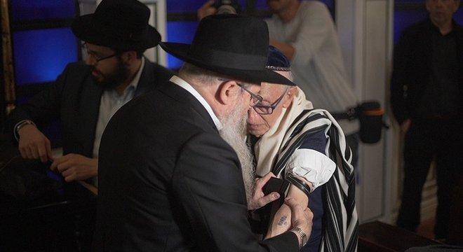 Andor Stern foi homenageado com um bar mitzvah especial, aos 91 anos de idade
