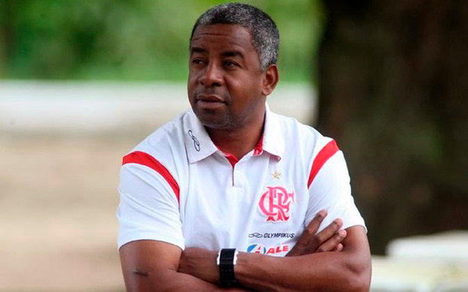 Andrade - Campeão da Libertadores e do Mundial com o Flamengo em 1981, ele assumiu o comando da equipe após a demissão de Cuca em 2009. Andrade foi efetivado logo na sequência e comandou o clube na campanha do título do Campeonato Brasileiro.