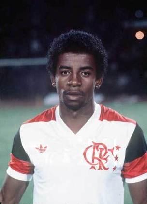 Andrade: destaque do Flamengo na década de 80, nunca disputou uma Copa por ter que disputar vaga com diversas estrelas e, quando estava mais velho, perdeu espaço para a geração que estava chegando, formada por Romário, Bebeto e companhia.