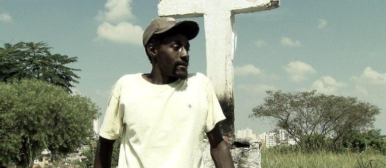 André, que vive em um cemitério de São Paulo, afirma que está disposto a largar os vícios