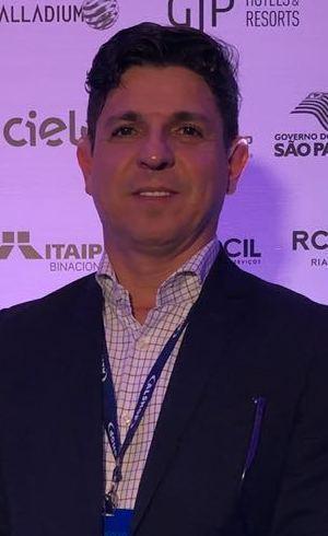 Superintendente institucional do Grupo Record, André Dias