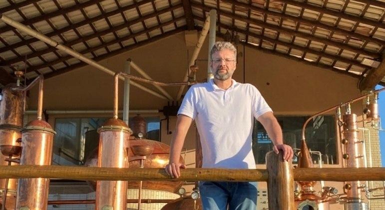 André Scampini criou uma aguardente de polpa de cacau e trouxe mais renda para produtores