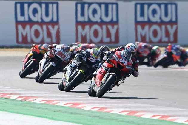 Andrea Dovizioso terminou em sétimo e assumiu a liderança da classificação