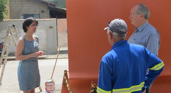 Daniela acompanhando uma obra municipal em Monteiro Lobato