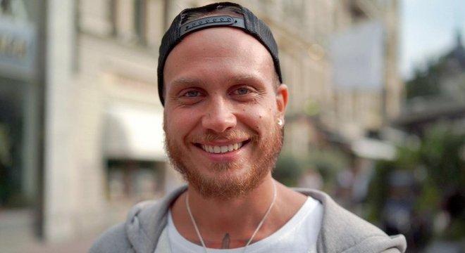 Andreas Kensen diz que o jantelagen é contextual: você pode mostrar em suas redes sociais que está viajando, mas não fala disso para um estranho Imigração e redes sociais quebram (um pouco do) tabu