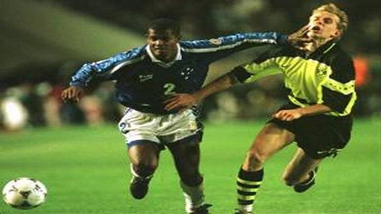 Andreas Möller - Borussia Dortmund - Final Mundial de Clubes 1997 - Na final da Copa Intercontinental, o Cruzeiro foi derrotado por 2 a 0 pelo Borussia Dortmund. Apesar de não ter marcado nenhum dos gols, o meia e capitão Andreas Möller foi eleito o melhor jogador da partida.