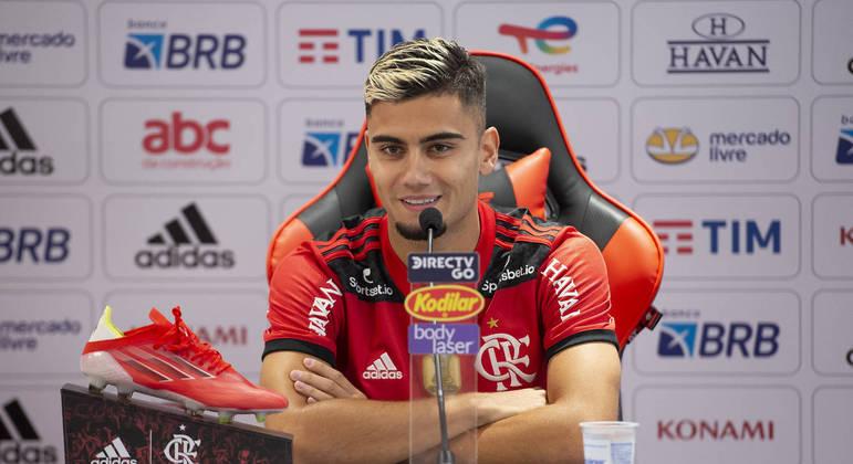 """Andreas Pereira é apresentado no Flamengo e enaltece clube: """"O maior da América"""""""