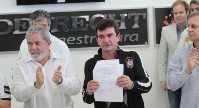 A ligação entre Andrés e Lula é alegada como desculpa para cobrança de dívidas