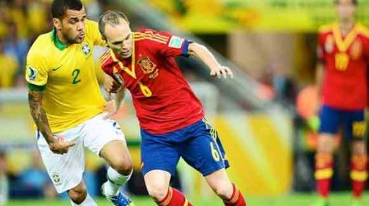 ANDRÉS INIESTA - O maestro espanhol Andrés Iniesta foi o grande personagem do Mundial da Espanha. Liderou a Espanha dentro de campo. Além disso foi premiado com o gol do título no 1 a 0 da final diante da Holanda. Assim se tornou o grande nome da Copa.