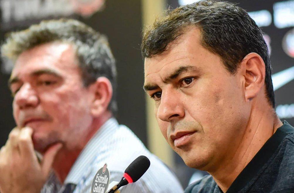 Andrés Sanchez não quer pagar três técnicos. Já paga multa de Carille e Tiago Nunes