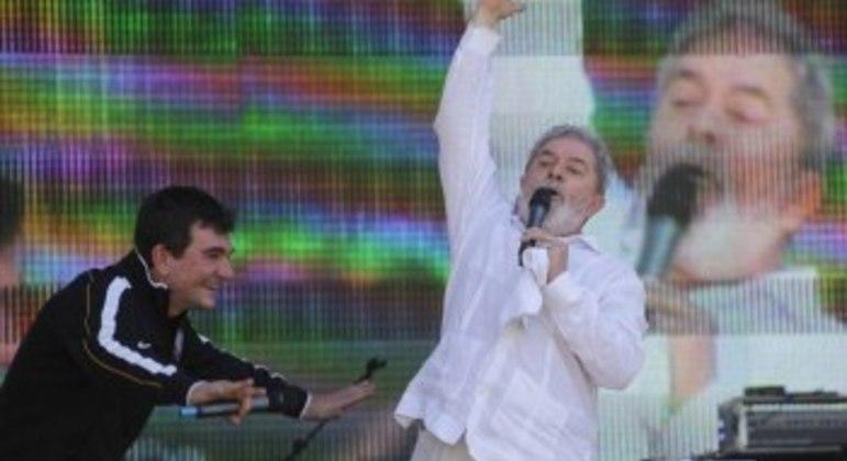 Neste último mandato, Andrés consertou o erro para pagar o estádio, que Lula facilitou