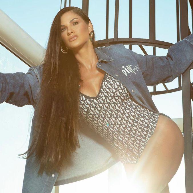 Andressa Suita posa com look de Christian Dior
