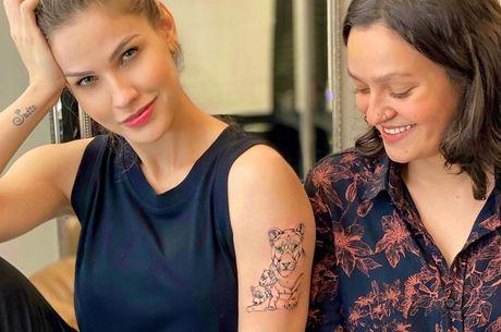 Andressa mostrou resultado ao lado da tatuadora