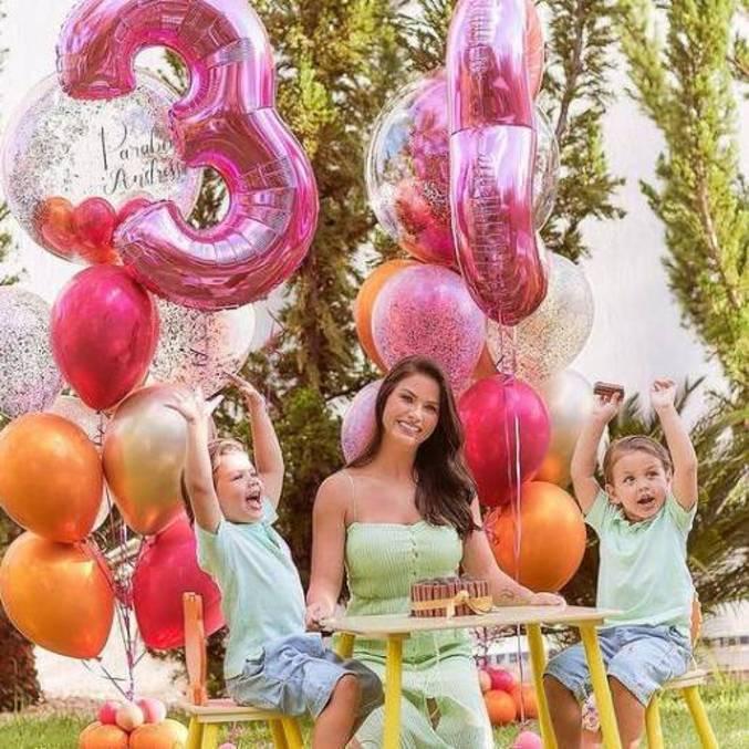 Festa aos ar livre contou com balões coloridos
