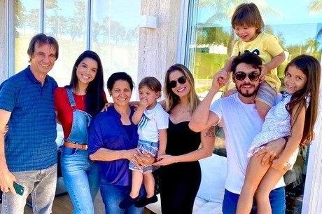 Família Suita reunida em foto