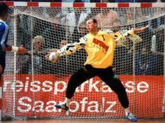 Andrey Lavrov é o único atleta a conquistar três ouros sob três bandeiras diferentes. Como goleiro de handebol foi campeão pela União Soviética em 1988, CEI em 1992 e Rússia em 2000