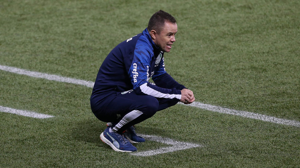 Andrey Lopes, o auxiliar do Palmeiras, pede 'tempo' ao novo treinador