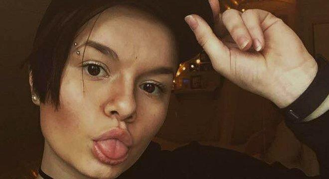"""Rede de """"apoiadores"""" dá curtidas e publica emojis positivos em imagens ligadas a suicídio — um perigo para as jovens garotas que pertencem a essa rede"""